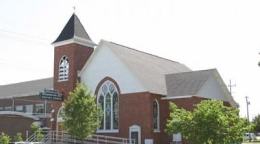 Священники читают верующим проповеди о соблюдении ПДД