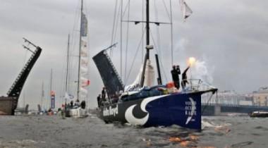 Петербург приветствовал финиш Volvo Ocean Race разведенными мостами