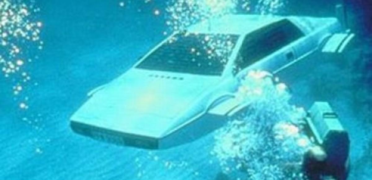 Автомобиль-амфибия Джеймса Бонда уйдет с молотка