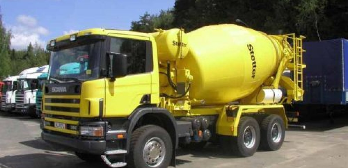 Водитель цементовоза в Австрии забетонировал 5 км оживленного шоссе