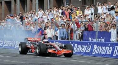 Москва: Вчера демонстрация Формулы-1, завтра Гран-При!