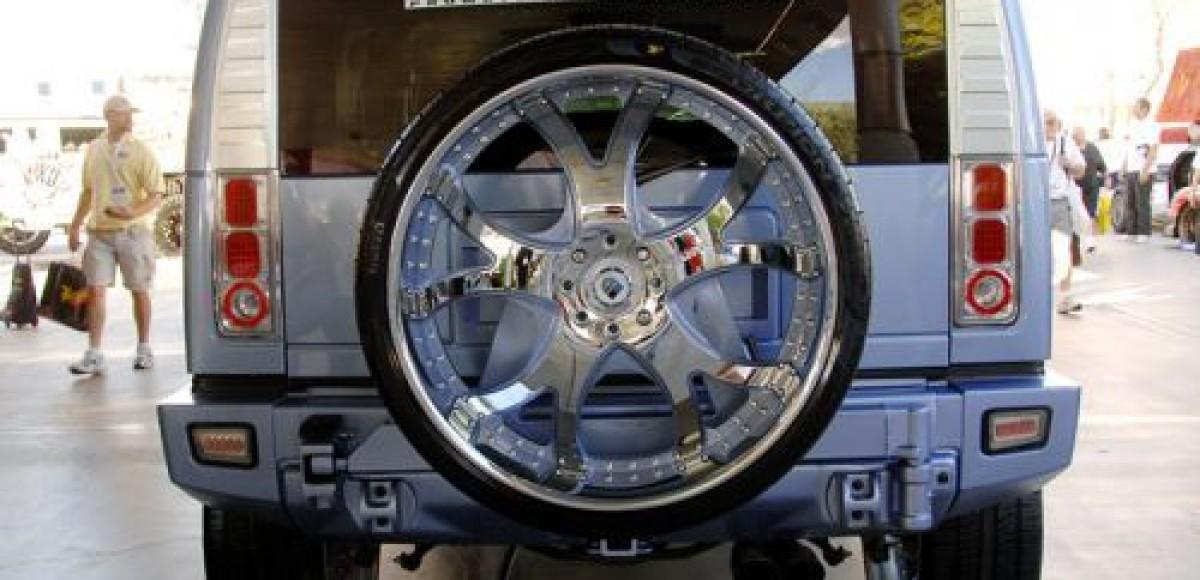 На SEMA-2008 выставили Hummer H2 на 30-дюймовых колесах