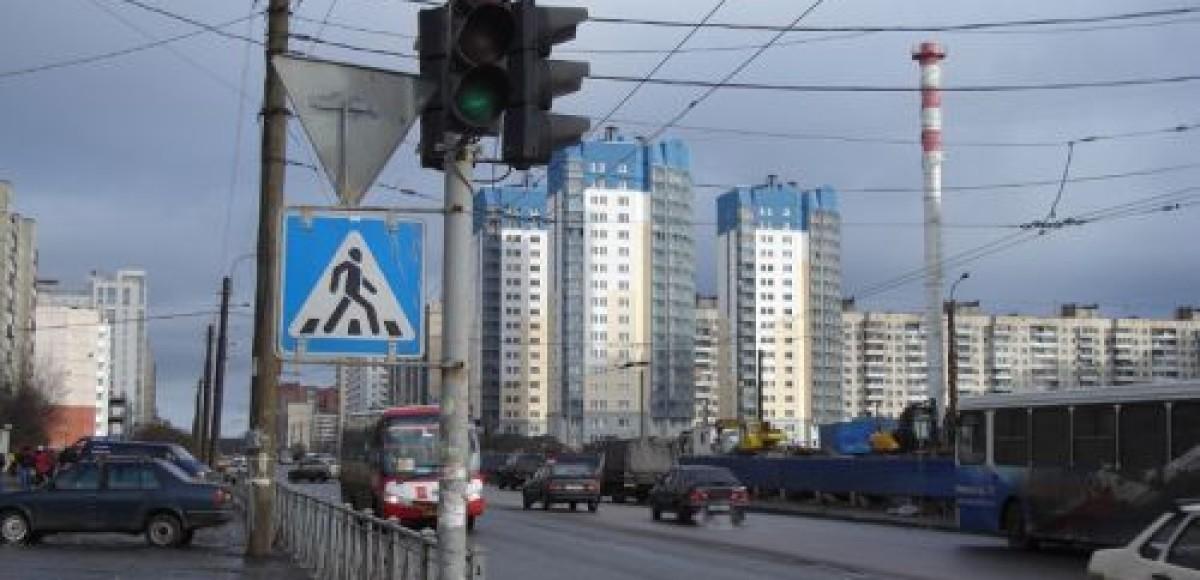 В Петербурге ограничивают движение транспорта в связи с установкой новых светофоров