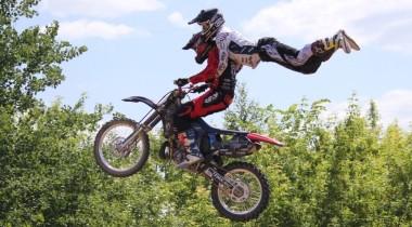 Первый в России тандем-прыжок на мотоцикле!