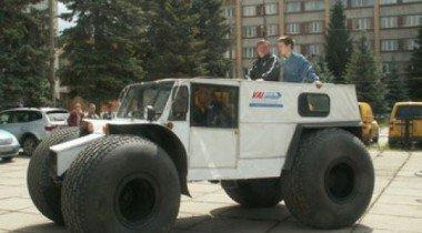 Пенсионер из Тольятти создал 700-килограммовый вездеход