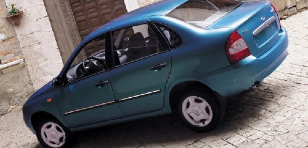 Треть автомобилей, реализованных в Латвии в октябре, составили модели Lada