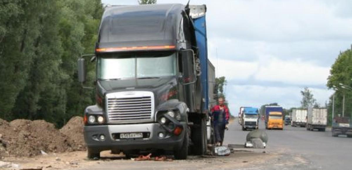700 кг ядовитой жидкости вылились на землю на трассе Москва – Петербург