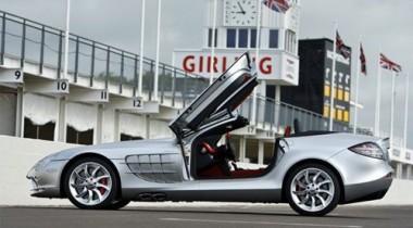 От столкновения с верблюдом Mercedes SLR McLaren разнесло на куски