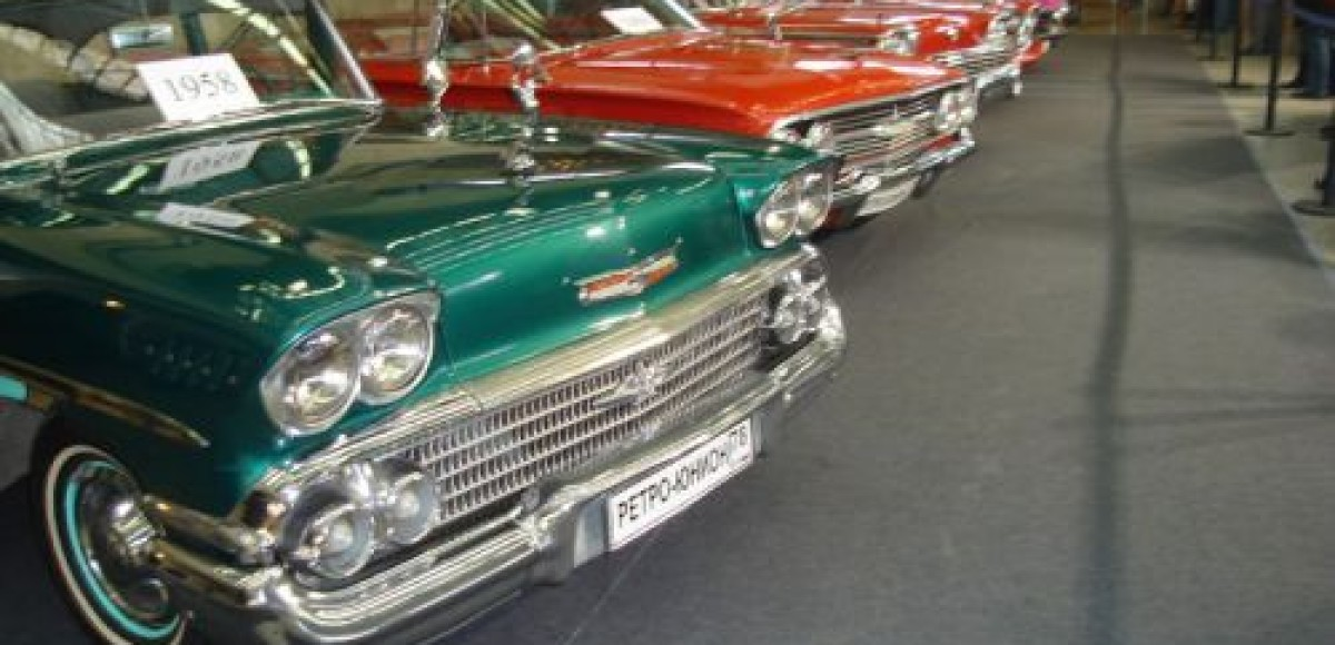 В Нижнем Тагиле проходит выставка ретроавтомобилей