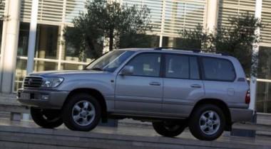 В Петербурге у туристов из Самары угнали Toyota Land Cruiser