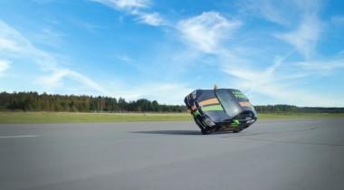 Как поставить машину на два колеса: маленькие хитрости эффектного проезда