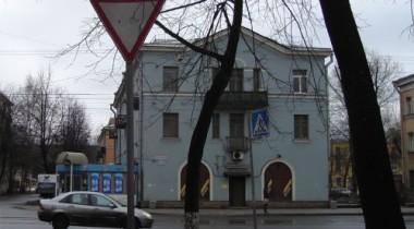 В Санкт-Петербурге на Удельном проспекте упало дерево