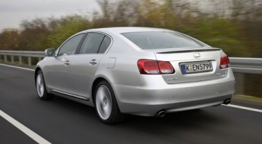 В столице за два часа угнали три автомобиля Lexus