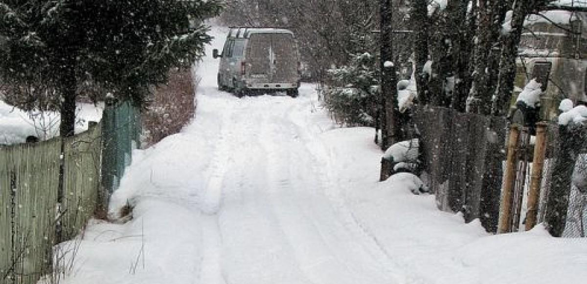 Автомобилисты Петербурга запасаются лопатами для снега