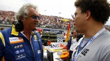Команда Renault не торопится назвать имена своих пилотов на 2009 год