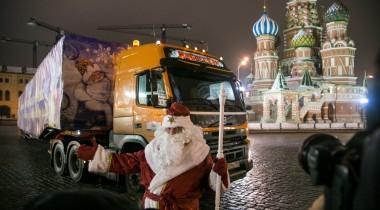 Volvo FMX доставил главную елку страны