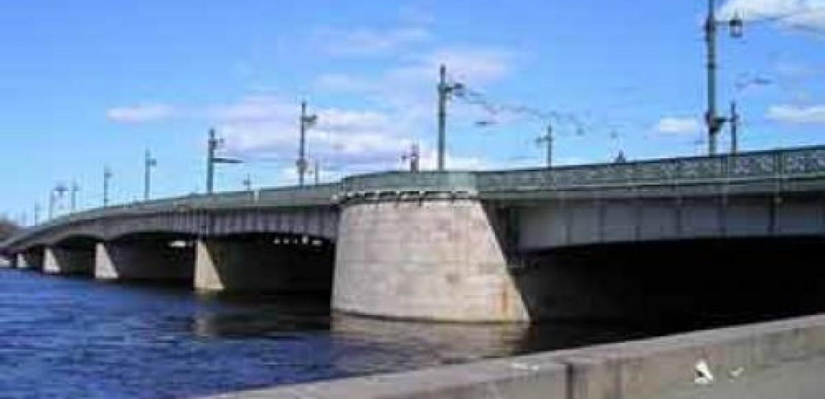 В выходные в Петербурге ограничат движение по Литейному мосту