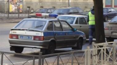 Омоновцы подшутили над милиционерами, свинтив и утопив номера со служебного автомобиля