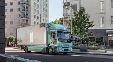 Volvo Trucks начинает продажи коммунальных и развозных электрогрузовиков