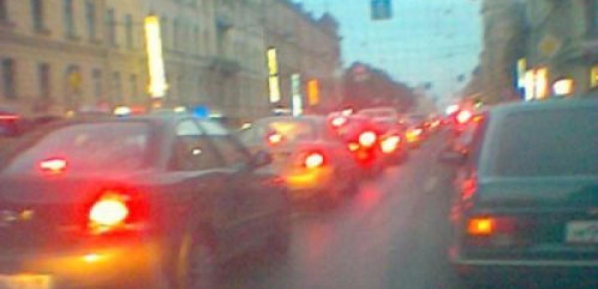 В центре Санкт-Петербурга разрушают дома и закрывают дороги