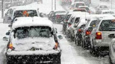 Снегопады осложнили дорожную обстановку в Москве и Петербурге
