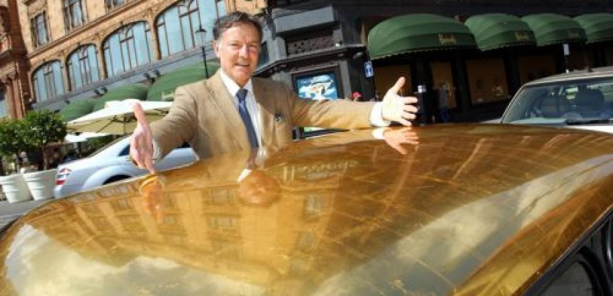 Крыши машин лондонских автовладельцев покрывают золотом за 15 700 евро