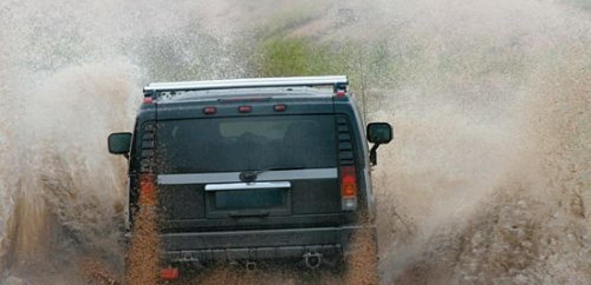 Hummer открывает школу вождения в Сахаре