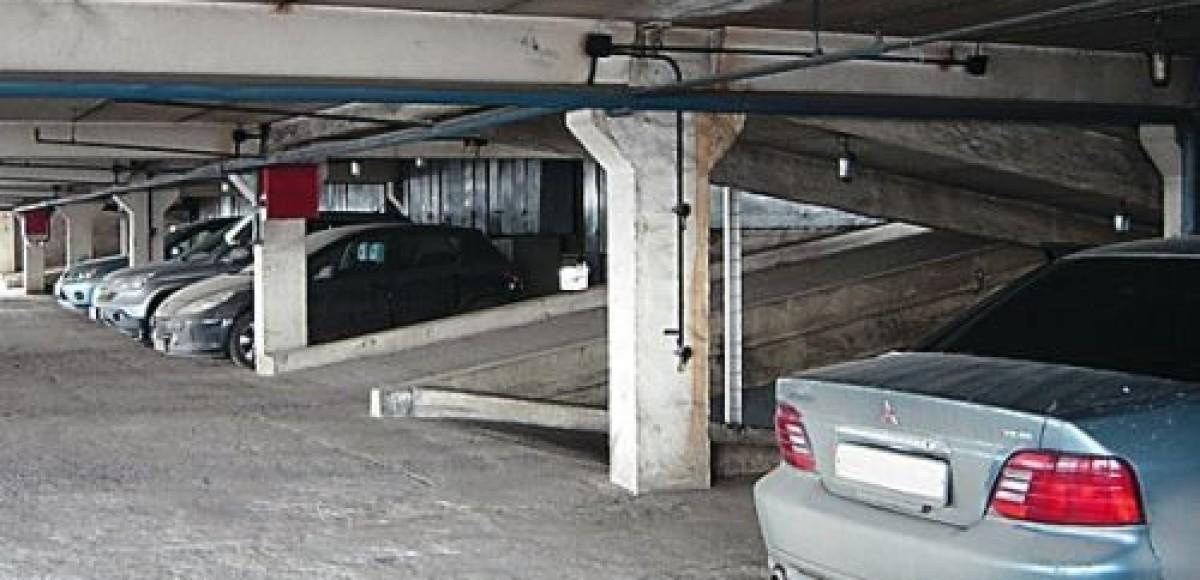 Лужков планирует решить проблему парковок с помощью «народных гаражей»