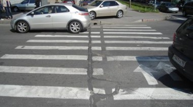 В Москве автомобиль сбил несколько человек на пешеходном переходе