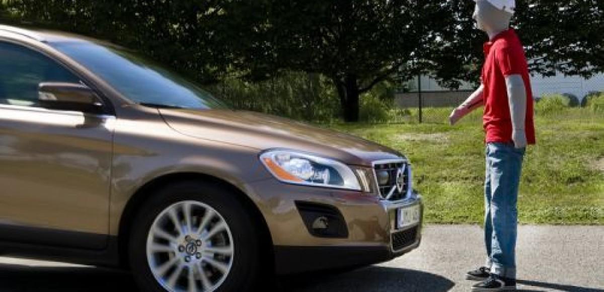 Volvo испытывает новые технологии безопасности пешеходов на прототипе Volvo S60
