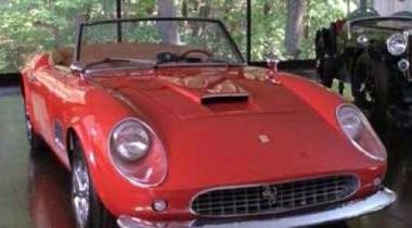 Автомобиль Ferrari продан на аукционе за рекордные $10,9 млн