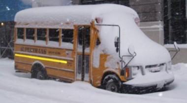 В Ставропольском крае утонул в снегу автобус с детьми