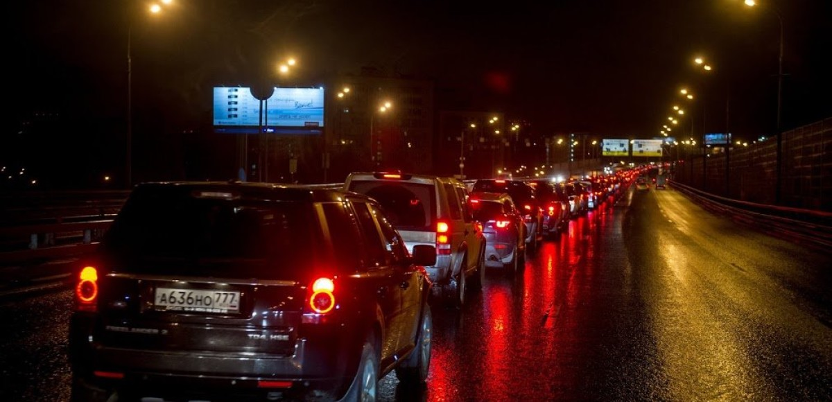 Более двух тысяч автомобилей Land Rover замкнули ТТК