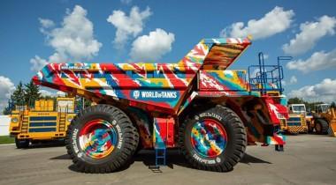 В сети продают самосвал с символикой Worlds of Tanks за 75 миллионов рублей