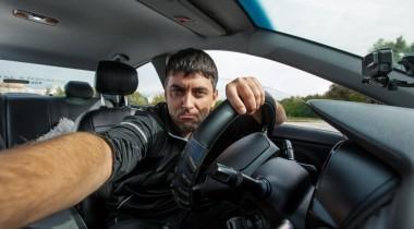 За трансляции в соцсети за рулем хотят ввести штраф
