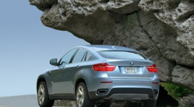 В Москве у 68-летней пенсионерки угнали BMW X6