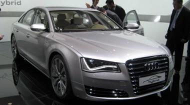 Audi представила гибридную модификацию седана A8
