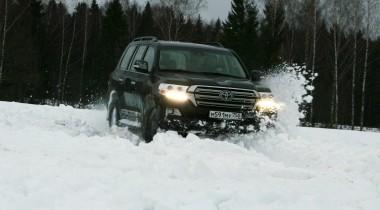 По глубокому снегу на машине: как проехать, и что делать, если застрял
