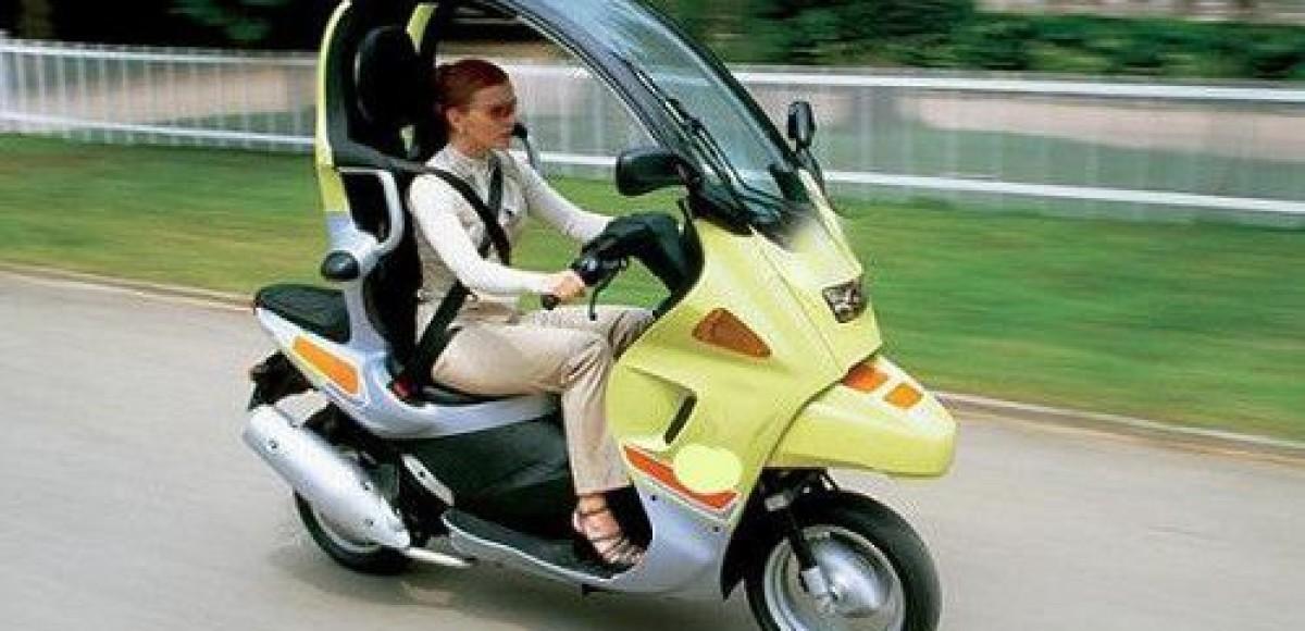 В BMW разрабатывают новый крытый мотороллер