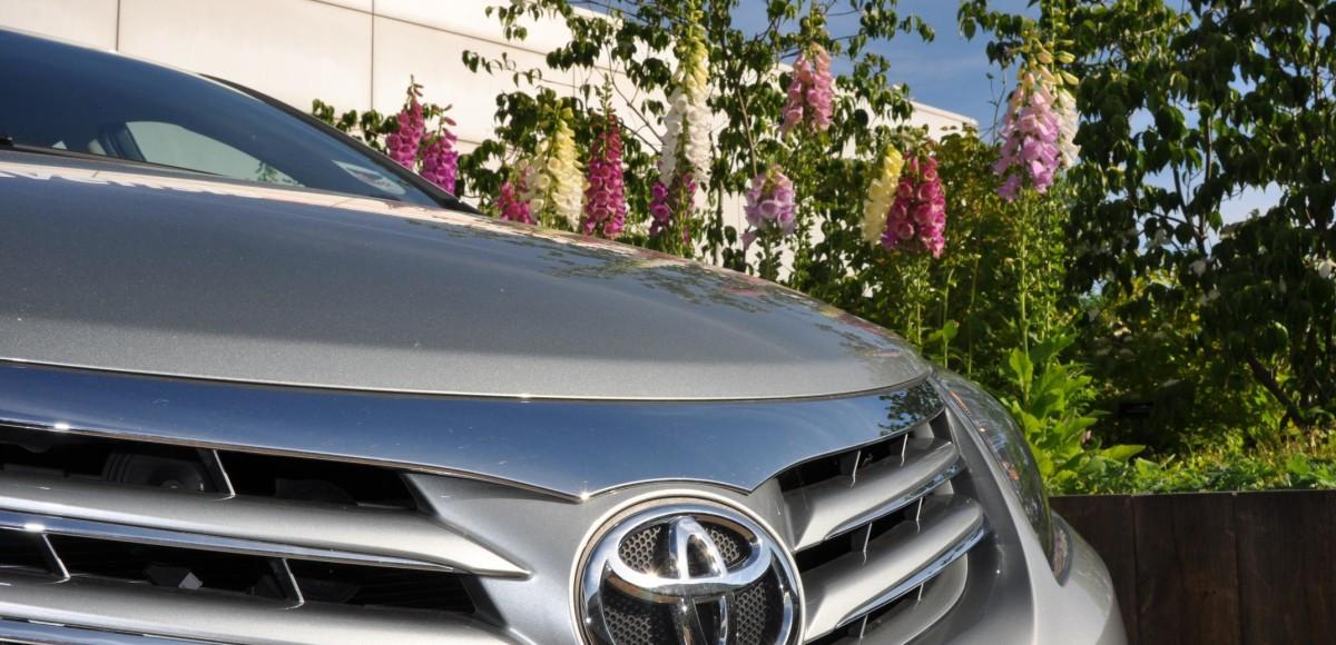 Компактный кроссовер от Toyota появится в 2015 году
