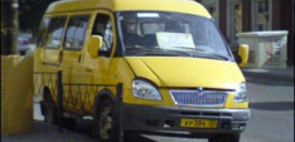 В Мурманске водитель маршрутного такси перекрыл движение на оживленной магистрали