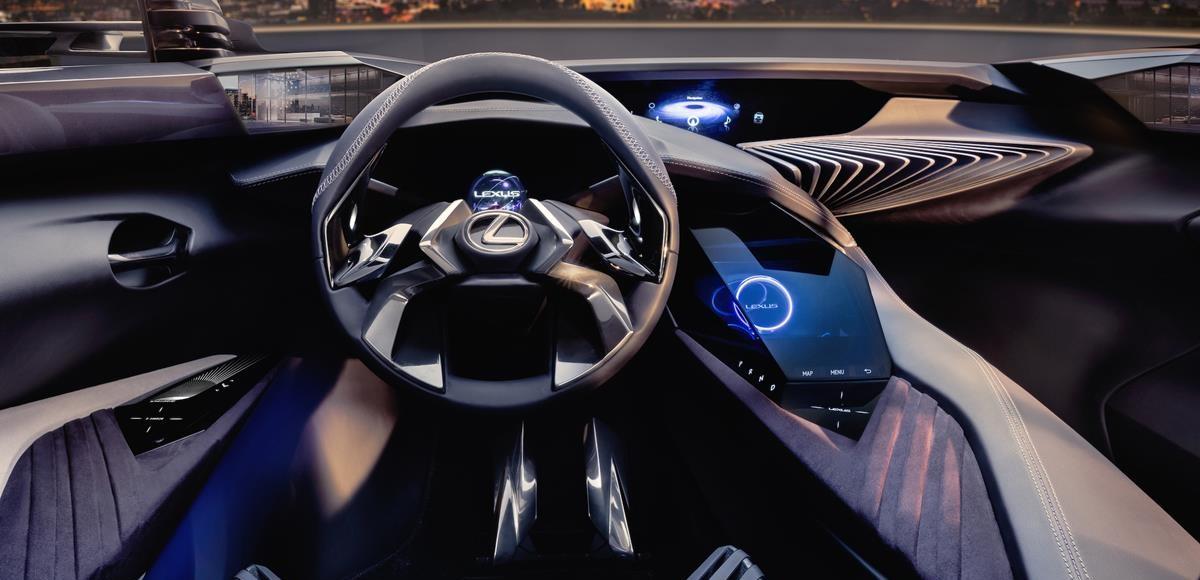 Lexus показал салон будущего кроссовера