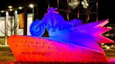 Американский мастер создал ледяную скульптуру Harley-Davidson