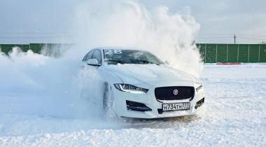На четыре лапы: как работает полный привод Jaguar