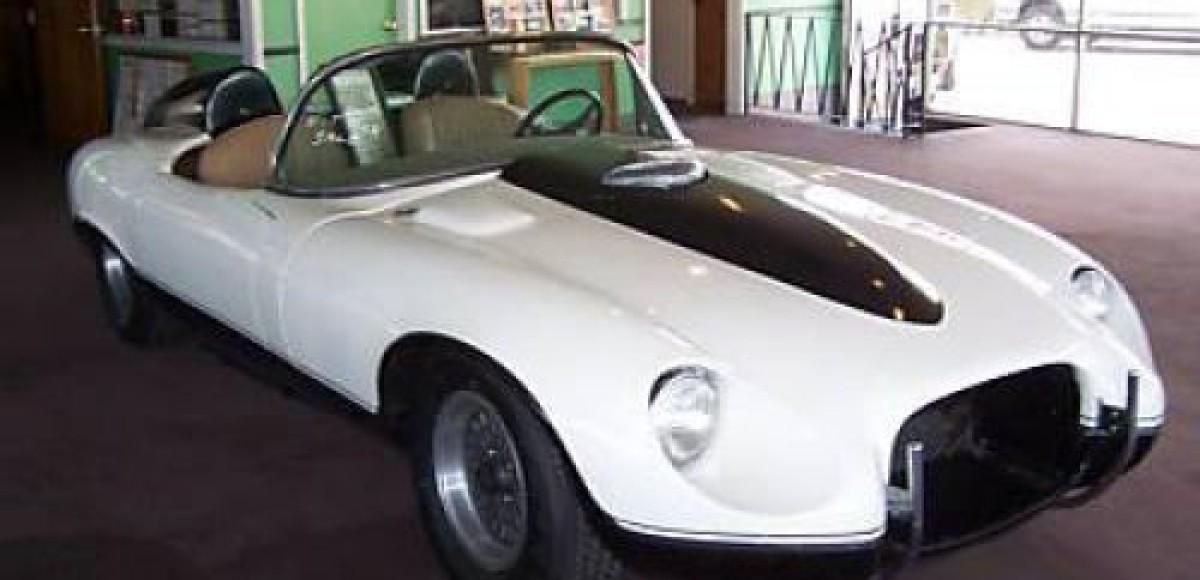 Jaguar XKE, от которого отказался Бонд, выставлен на аукционе