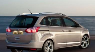 Ford Grand C-MAX признан лучшим новым минивэном в России