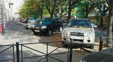 Власти Москвы предложат автовладельцам парковочные карманы