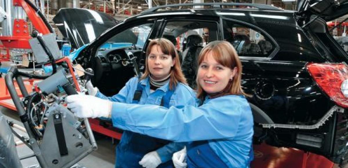 Рабочие российских автозаводов жалуются в Роспотребнадзор на невыносимые условия труда