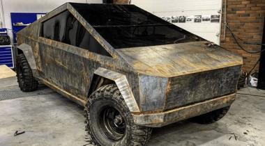 Новосибирские умельцы сделали из УАЗа клон пикапа Tesla Cybertuck