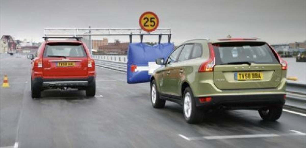 Автомобиль Volvo научится тормозить самостоятельно